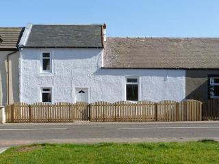 SKY BLUE COTTAGE, pet friendly, country holiday cottage, with a garden in Braehead, Ref 11265 - Peebles vacation rentals