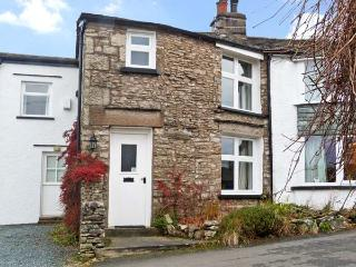 THE ORCHARD, family friendly, character holiday cottage, with a garden in Levens, Ref 12069 - Kendal vacation rentals
