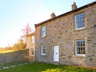 COVERCOTE, pet friendly, character holiday cottage, with a garden in Horsehouse, Ref 8433 - Middleham vacation rentals