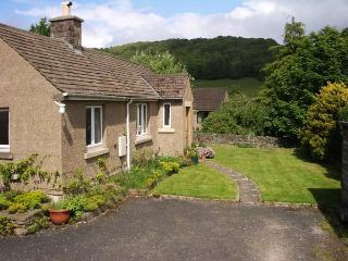PIPPIN COTTAGE, family friendly, country holiday cottage, with a garden in Eyam, Ref 12546 - Eyam vacation rentals