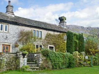 STOCKDALE HOUSE, family friendly, character holiday cottage, with a garden in Feizor, Ref 11277 - Giggleswick vacation rentals