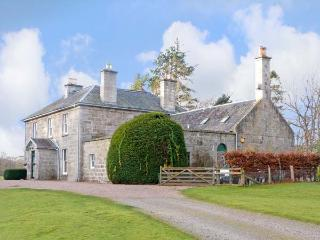 INVERALLAN HOUSE, pet friendly, luxury holiday cottage, with a garden in Grantown-On-Spey, Inverness-Shire, Ref 12349 - Grantown-on-Spey vacation rentals