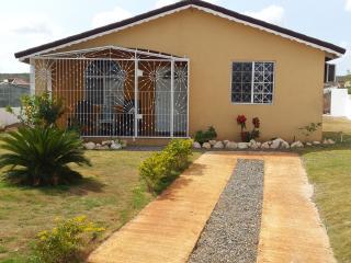 2Bdrm, 2 Bthrm Villa btw Montego Bay & Ocho Rios! - Jamaica vacation rentals