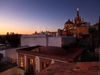 Casa Piña SMA steps to Jardin, shadow of Parroquia - San Miguel de Allende vacation rentals