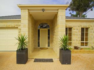 Bulla Hill Melbourne - Stunning views & privacy - Romsey vacation rentals