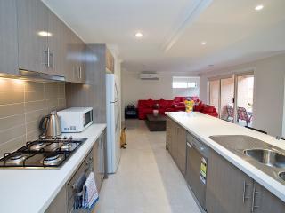 Villa BOXGRASS Melbourne - Sleeps 12 GREAT RATES - Melbourne vacation rentals