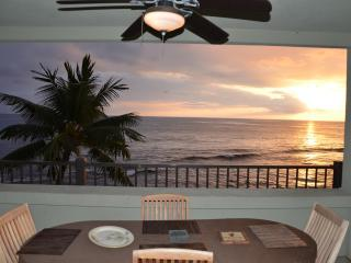 Direct oceanfront corner unit - Banyan Tree 306. - Kailua-Kona vacation rentals
