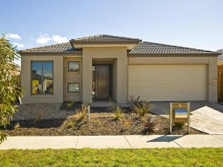 VILLA STONEYFELL Melbourne - AFFORDABLE, SLEEPS 10 - Melbourne vacation rentals