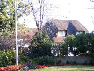Convenient B & B close to O R Thambo Airport S A - Kempton Park vacation rentals