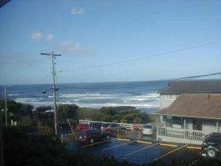 Nice Condo with Internet Access and Satellite Or Cable TV - Lincoln City vacation rentals