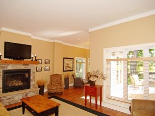 Luxury villas in the heart of the Rideau Lakes - Westport vacation rentals