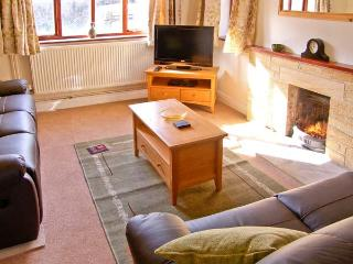 PLEASANT COTTAGE, pet friendly, country holiday cottage, with a garden in Corscombe, Ref 11250 - Corscombe vacation rentals