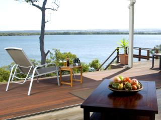 Sunset Waters - Luxury WATERFRONT holiday home - Macleay Island vacation rentals