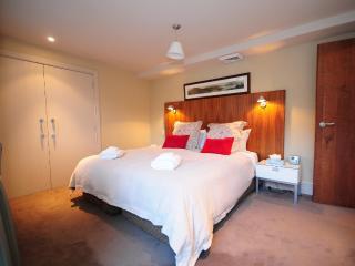 3 bedroom Condo with Internet Access in Queenstown - Queenstown vacation rentals