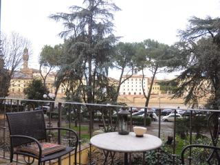 Spacious Apartment in Florence Close to Pontevecchio Bridge - Florence vacation rentals