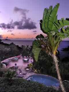 2 BR Beachfront/ Balcony/ Pool/ Beachfront! - Nail Bay vacation rentals