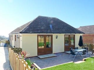 1 THE STABLES, country holiday cottage, with a garden in Ryde, Isle Of Wight, Ref 10062 - Ryde vacation rentals