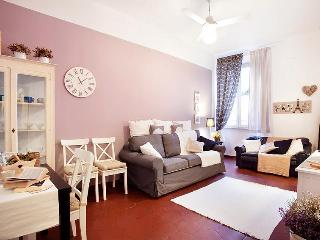 Beautiful and romantic apartment at Campo de Fiori - Rome vacation rentals