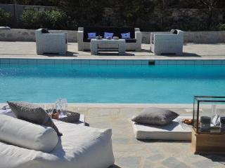 4 bedroom luxury Santa Maria beach villa - Naoussa vacation rentals
