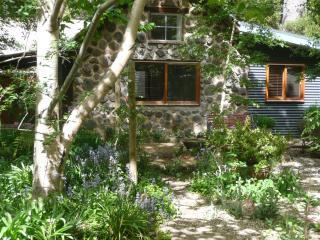 Garden Cottage, Stanley near Beechworth Victoria - Ovens vacation rentals