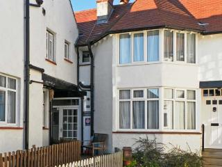 PUZZLE CORNER, pet friendly, in Sandsend Near Whitby, Ref 12910 - Sandsend vacation rentals