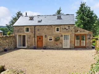 ACORN COTTAGE, pet friendly, character holiday cottage, with a garden in - Ashover vacation rentals