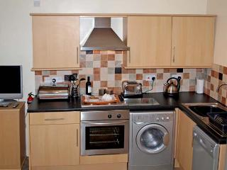 HORSESHOE COTTAGE, pet friendly, character holiday cottage, with a garden in Wrelton, Ref 12613 - Wrelton vacation rentals
