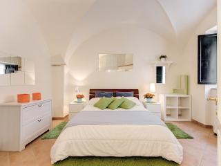 Navona Square Comfortable Apartment - Rome vacation rentals