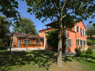 6 Bedrooms with Ensuite Baths, Pool, Wifi, Great Location - Acquapendente vacation rentals