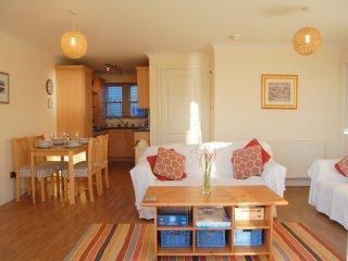 Luxury sea view apartment with patio Pittenweem - Image 1 - Pittenweem - rentals
