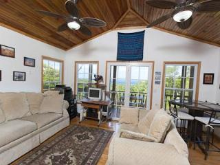 Comfortable House with Deck and A/C in Roatan - Roatan vacation rentals