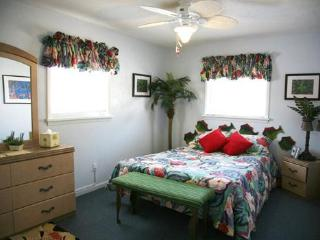 """Dog-gone"" friendly beach block cottage - Wildwood vacation rentals"