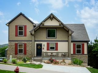 RED FOX LODGE - 6 King Bedrooms - sleeps 16 - Red Fox Lodge - 6 BDR / 4 BA  - Swimming Pool - Branson - rentals