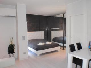 GrattacieloSuite Modernity and Comfort in Verona - Verona vacation rentals