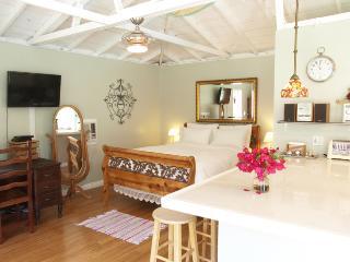 Renovated 1BR Culver City Cottage w/Pool & Garden - The Ultimate Escape! - Culver City vacation rentals