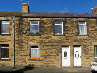 COMPASS HOUSE, pet friendly, with a garden in Amble-By-The-Sea, Ref 11896 - Amble vacation rentals