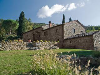 5 Bedroom Stone Farmhouse in Cortona - Cortona vacation rentals