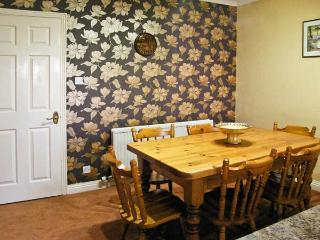 LITTLE ACRE, pet friendly, country holiday cottage, with a garden in Langtoft, Ref 11628 - Langtoft vacation rentals