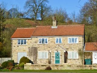 COTE GHYLL COTTAGE, pet friendly, country holiday cottage, with a garden in Osmotherley, Ref 5986 - Osmotherley vacation rentals