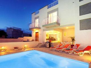 5 bedroom holiday Villa with pool in St.Julians - Saint Julian's vacation rentals