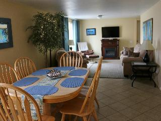 THE SEAHORSE: STEPS TO THE BEACH:  july specials - Yachats vacation rentals