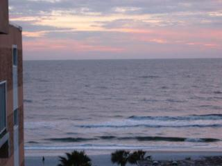 2 bedroom Apartment with Deck in Redington Shores - Redington Shores vacation rentals