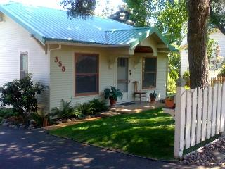 The High Street Cottage An Artists' Garden Cottage - Ashland vacation rentals