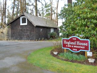 Secluded cottage in woods with hot tub in Mukilteo - Mukilteo vacation rentals