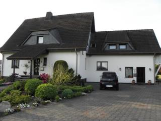 Vacation Apartment in Paderborn - 1076 sqft, comfortable, WiFi, big yard (# 2995) - Rheda-Wiedenbruck vacation rentals