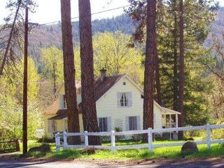 The Husum House- Columbia Gorge-White Salmon River - Husum vacation rentals