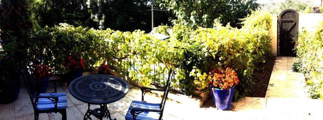 Rose Cottage with Pool amid Bordeaux Vines - Saint-Emilion vacation rentals