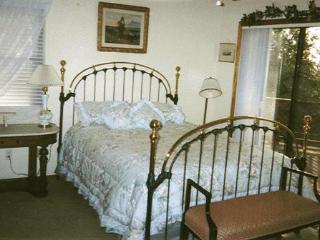 2 bedroom apt in peaceful country setting near town - Grass Valley vacation rentals