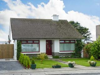 THE BUNGALOW, family friendly, character holiday cottage, with a garden in Miltown Malbay, County Clare, Ref 12946 - Miltown Malbay, County Clare vacation rentals