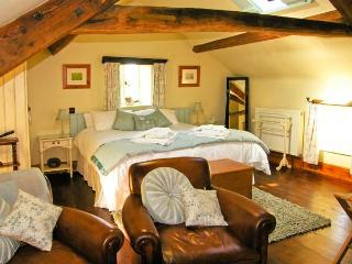 THE LOFT, romantic, luxury holiday cottage, with a garden in Staintondale, Ref - Staintondale vacation rentals
